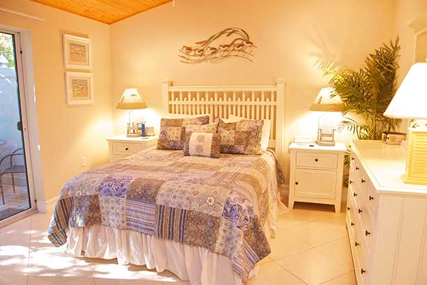Bungalow 1 Master bed